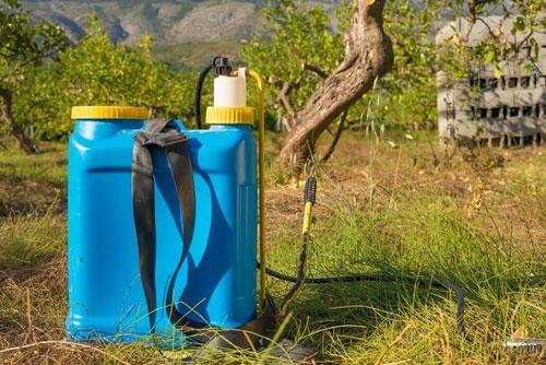 Подготовка к обработке от вредителей поля