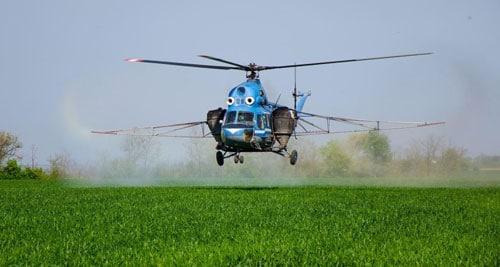 Опрыскивание поля гербицидами