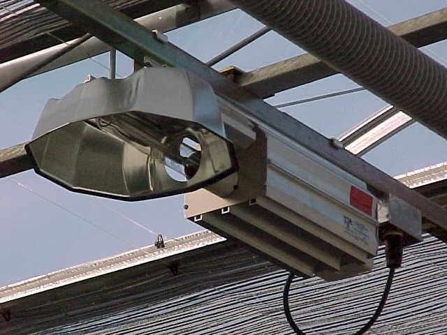 Для НЛВД нужны специальные светильники с отражателями