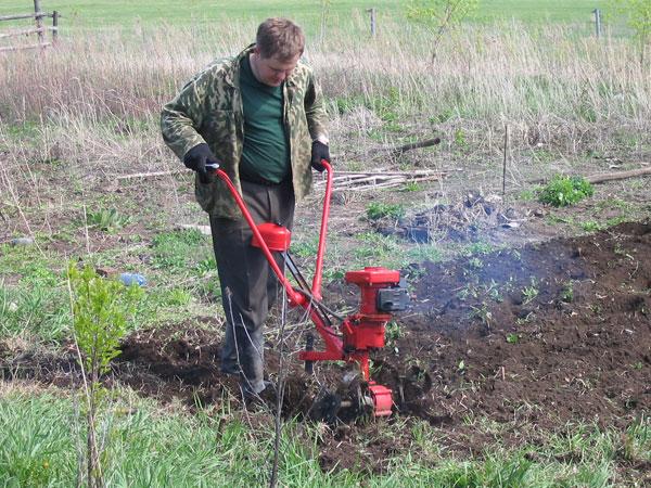 Обработка огорода культиватором