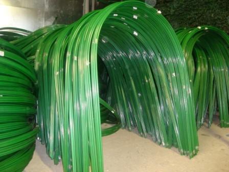 Как используются пластиковые парниковые дуги
