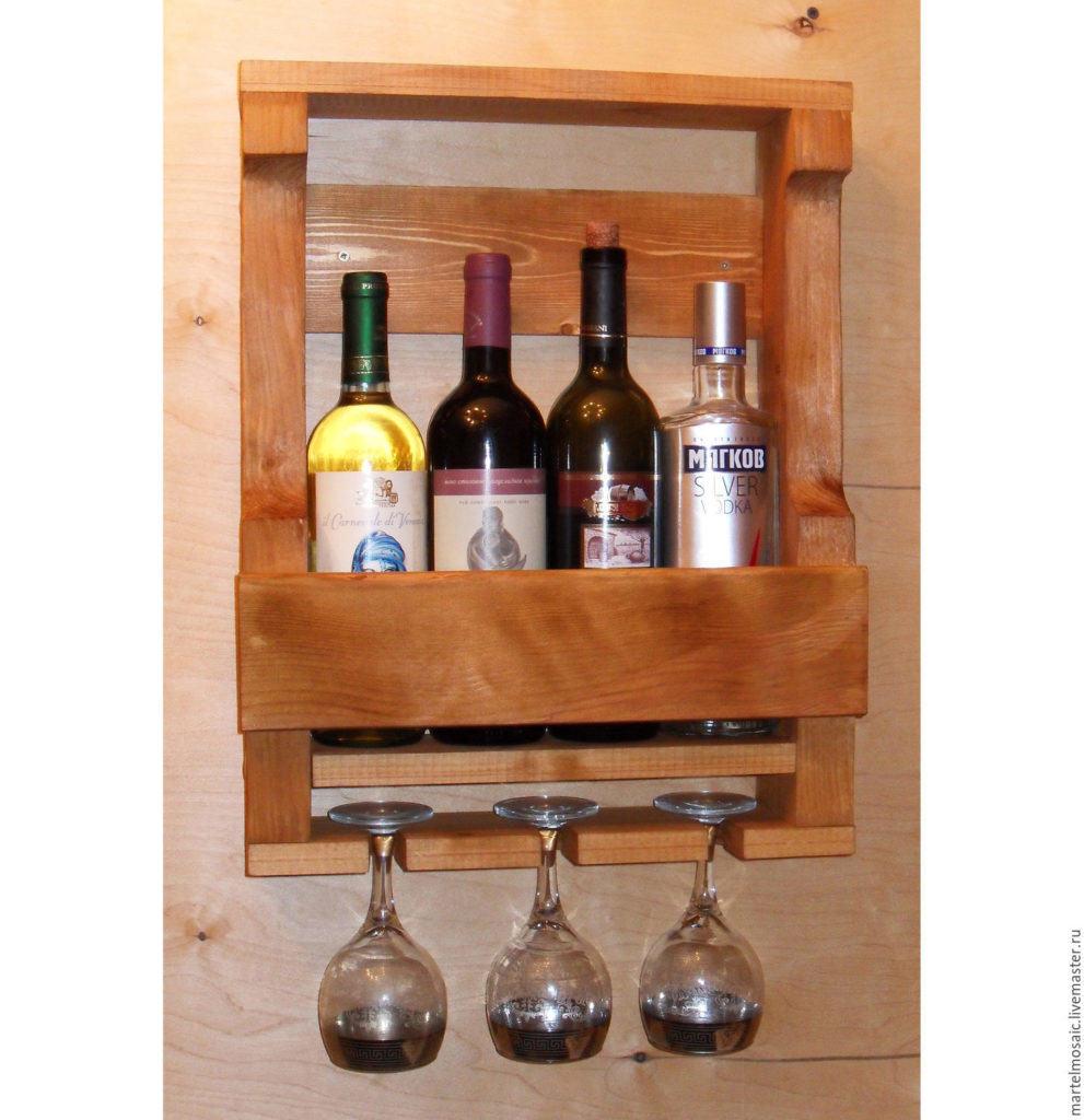Небольшой кухонный стеллаж под четыре бутылки и бокалы