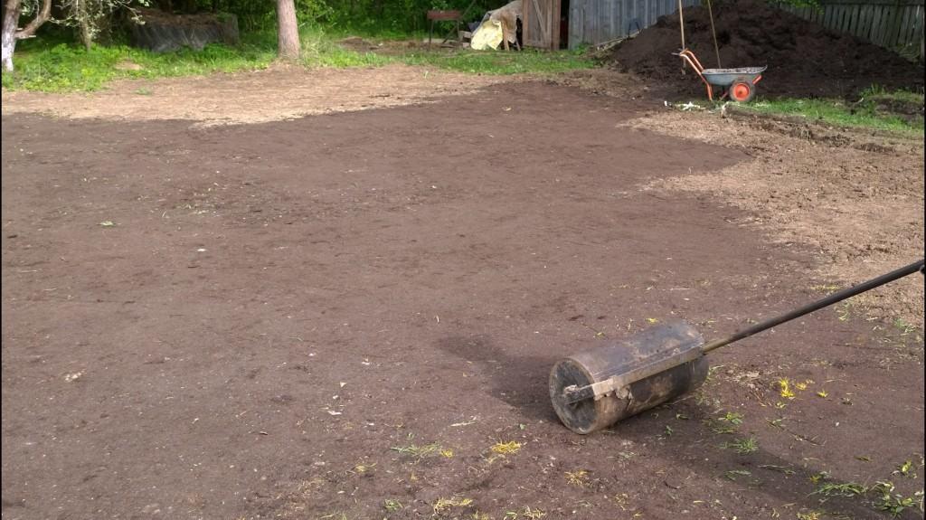 Подготовка почвы перед посевом газонной травы